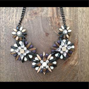 Statement necklace with 5 multigems